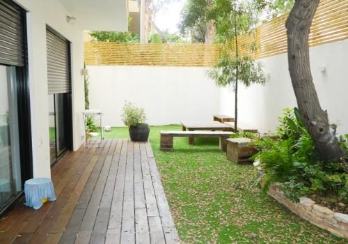 בלב תל-אביב, במרכז היוקרתי, דירת גן 4 ח' חדשה גדולה, דירה מיוחדת נדירה ביופיה, מעוצבת אדריכלית