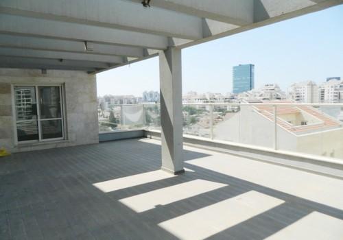 בכפר סבא הירוקה צפון, מתחם 80, דירת גג דופלקס 7 ח' מדהימה לכניסה מיידת במיקום יוקרתי