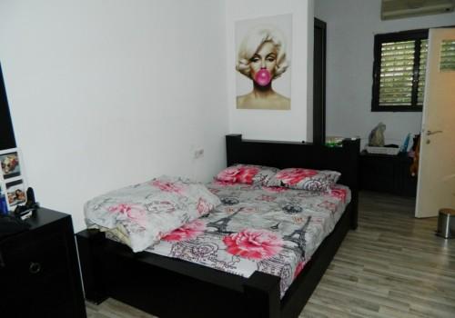 ברמת גן במרכז העיר, דירה מקסימה 2 ח' + אופציה להיתר לחדר נוסף, ברח' קטן שקט אך מרכזי ומבוקש, מתאים למגורים ולהשקעה