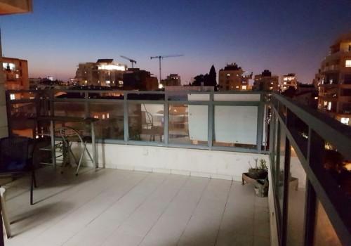 למכירה ברמת-גן במחיר מציאה!!! דירת גג  צמוד למרום נווה ברחוב שקט ויוקרתי 4 ח' + גג פתוח בבניין חדיש