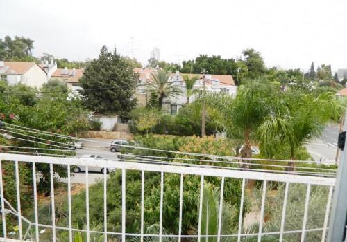 למכירה בתל-אביב בשכ' רמת הטייסים, דירת 3 ח' מציאה לזוגות צעירים דירה גדולה במיקום מצויין