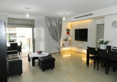 למכירה ביהוד בגנים התלויים דירת החלומות, דירת 5 ח' ענקית במחיר מציאה! מושקעת אדריכלית
