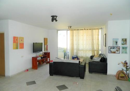 למכירה דירת ענק בכפר סבא 5 ח' – בשכ' תקומה ברח' יציאת אירופה, מיקום מעולה ליציאה מהעיר ולאיזור התעשיה