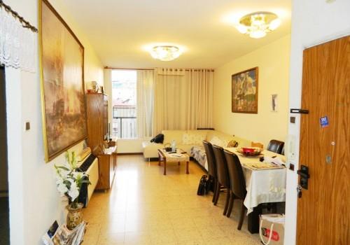 """למכירה בראשל""""צ בהזדמנות – דירה גדולה 3.5 ח' במיקום מדהים, הכי מבוקש, שקט וירוק במרכז העיר"""