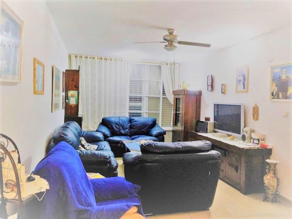 למכירה ברמת-גן דירה גדולה 3.5 ח' במחיר נגיש לזוגות צעירים/השקעה, בצמוד לשכ' מרום נווה