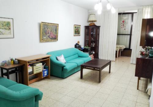 למכירה בגבעתיים בשכונת בורוכוב היוקרתית, דירה ענקית במיקום נפלא צמוד למוסדות חינוך לכניסה מיידית