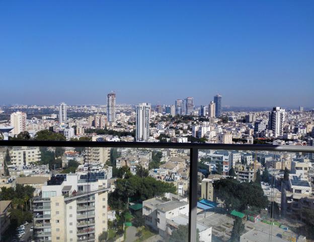 """בגבעתיים למכירה דירת יוקרה במגדלי בסר בצמוד לת""""א, 4 ח' קומה 18 עם נוף פתוח מדהים למזרח"""
