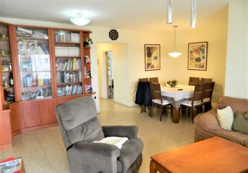 מציאה!!! סוף סוף הדירה שחיפשתם, 5.5 ח' למכירה בגני תקווה, דירת ענק במיקום מרכזי מדהים ושקט