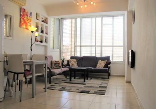 דירה מדהימה למכירה ברמת גן, 3.5 ח' ברח' המבדיל בשכ' הגפן, משופצת אדריכלית